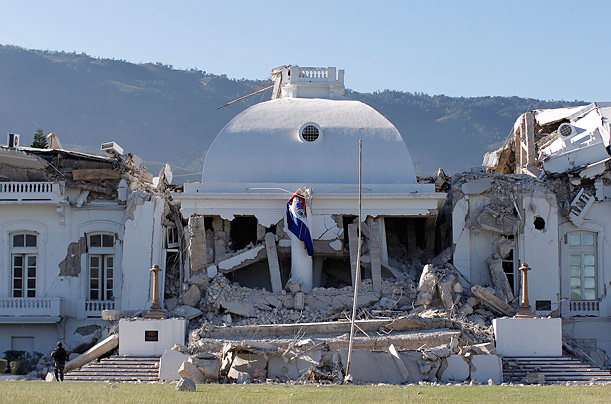 Parlamento haitiano luego del terremoto.