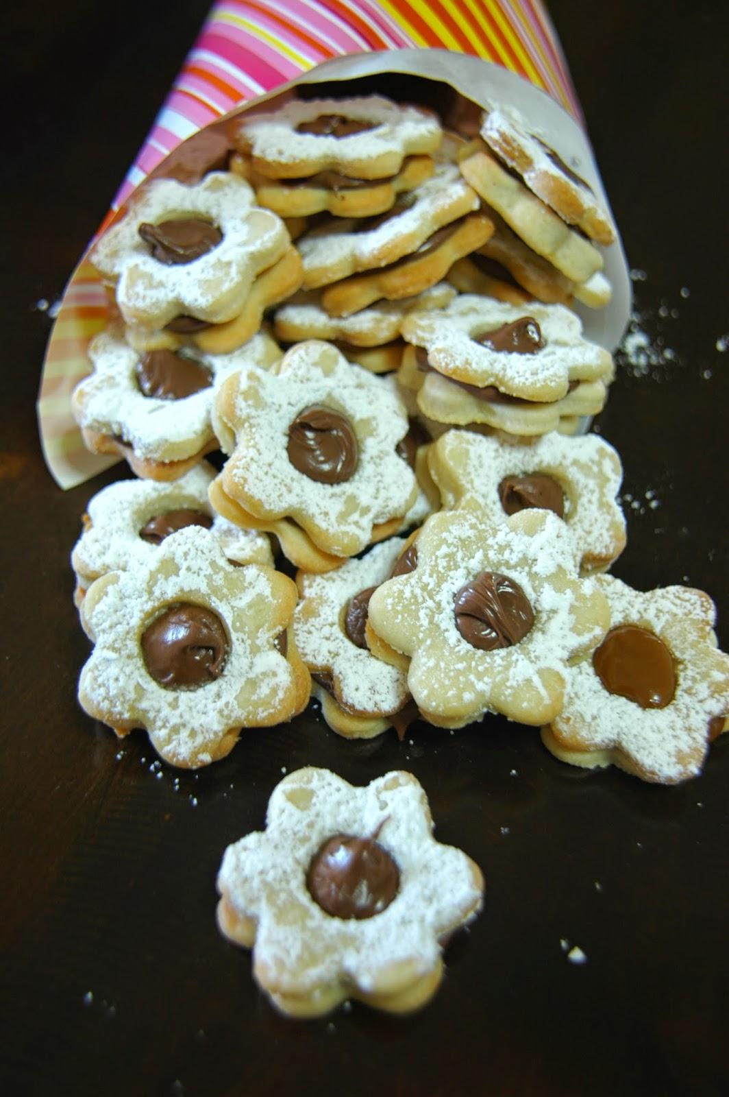 עוגיות פרח במילוי נוטלה