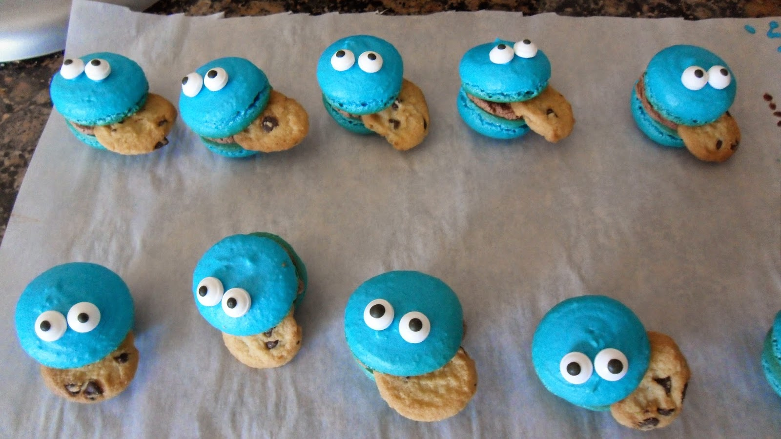 Ally in Cali: Cookie monster macarons