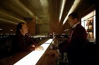 scena tratta da Shining, dialogo fra Nicholson e il barman immaginario