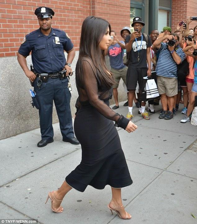 "Pamer ""Aset"", Kim Kardashian Dilirik Polisi"
