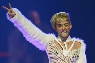 Miley Cyrus wears pasties, cries at Vegas festival