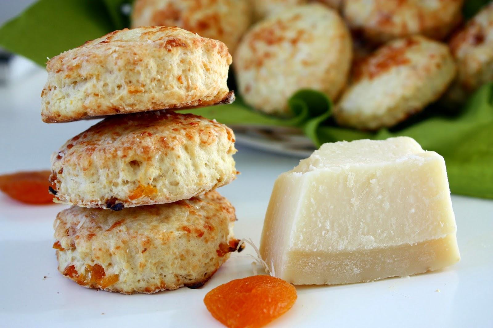 Buttermilch Scones mit Parmesan und Aprikosen