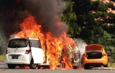 Kecelakaan 3 mobil di bintaro