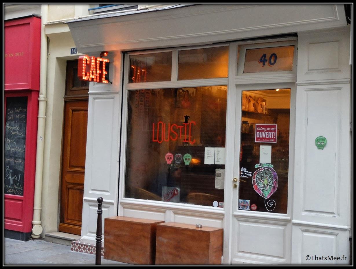 Cafe Loustic coffee shop rue Chapon Paris déco cosy Marais, café enseigne lumineuse vintage