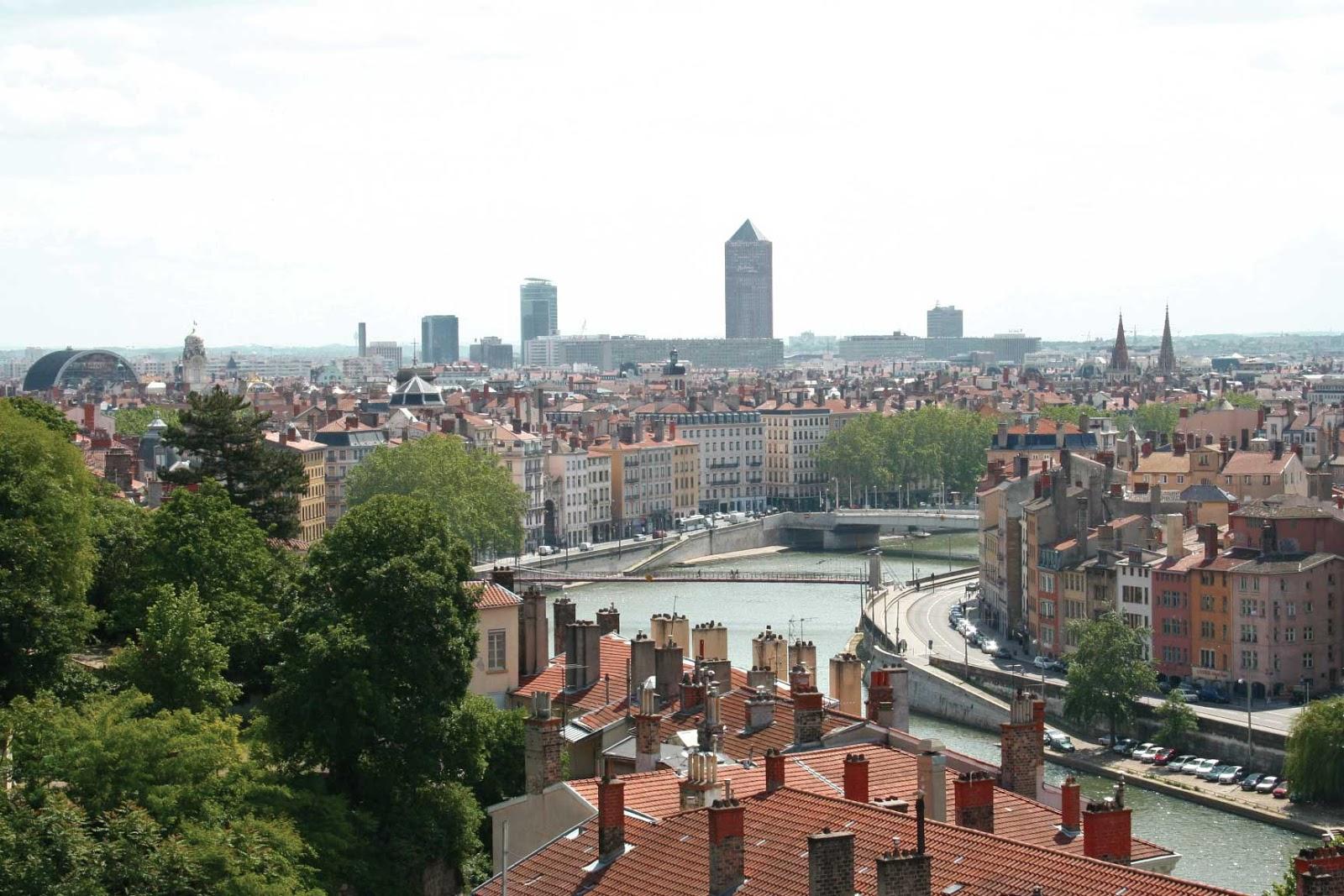 Des panoramas sur la ville le guide du promeneur de lyon for Piscine des chartreux