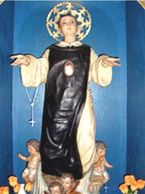 Escultura de San Cono con angeles a sus pies