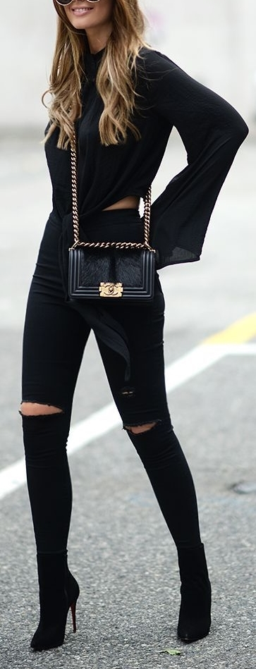 Black steet style - Look preto total, botins pretos, camisa preta