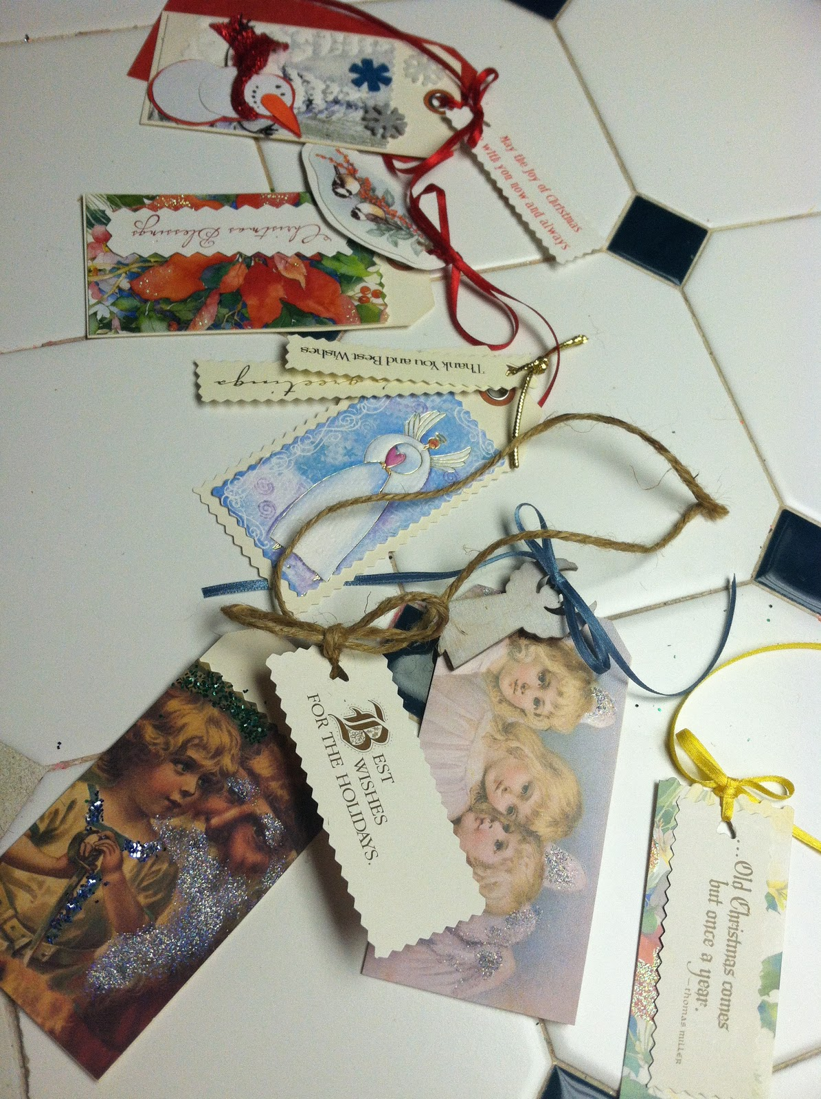 Make Christmas Gift Tags From Recycled Greeting Cards | Learn the ...