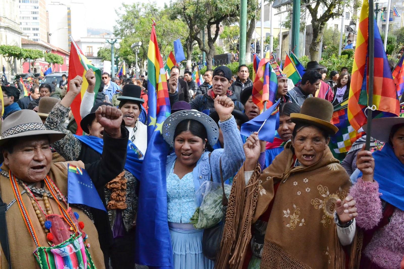 Resultado de imagen para JÚBILO Y ESPERANZA EN LAS PLAZAS BOLIVIANAS EN ESPERA DE FALLO DE CIJ