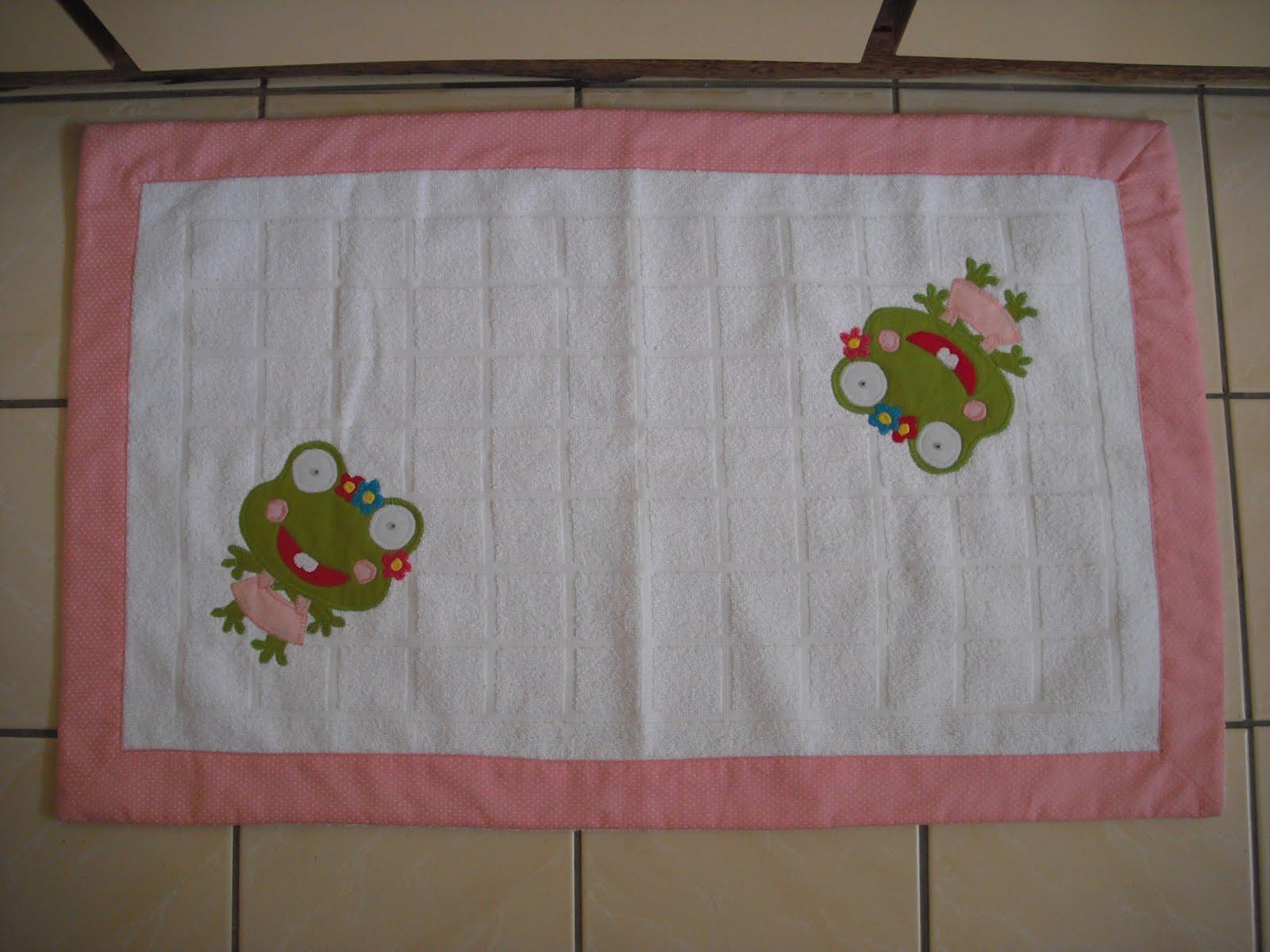 Patchwork Em Tapete De Banheiro : Patchwork em toalha e tapete para banheiro. Gra?a colorida para sua