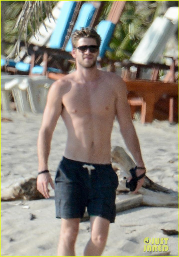Hot Guys: Liam Hemsworth: Sexy, Shirtless, Wet + BULGE ...