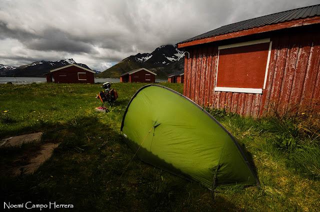 acampada junto a las casas