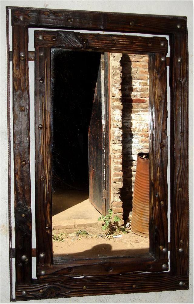 Opcionmadera espejos con marco de madera r stica for Espejo pared madera