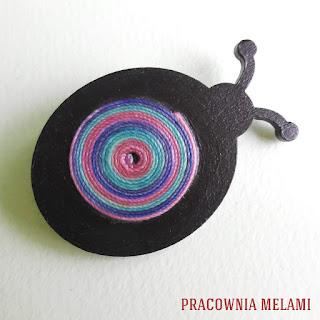 Broszka Czarna biedronka z mandalą