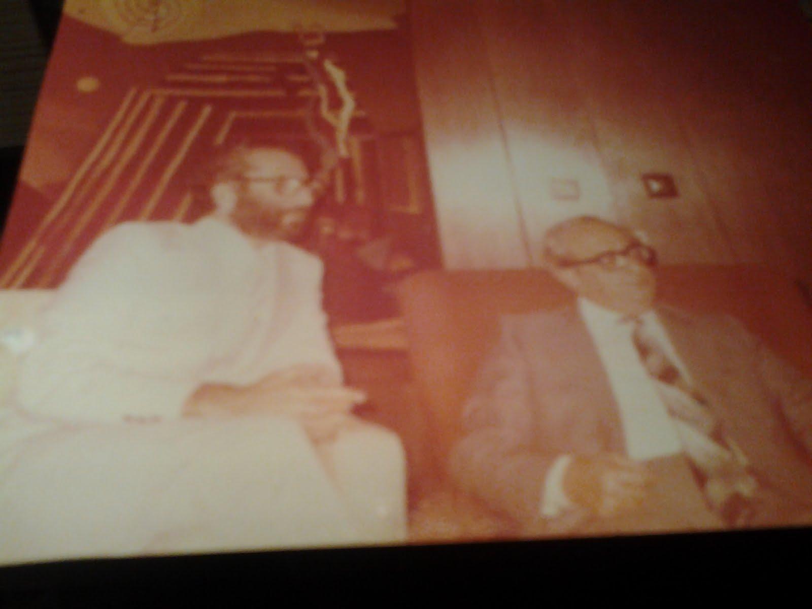 19- Naum Kliksberg asesorando en temas de educación al presidente de Israel, I. Navon. 1979