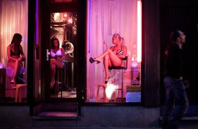 precio prostitutas amsterdam que quiere decir cuestionar