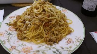 出張料理3品目:パスタ ボロネーゼ