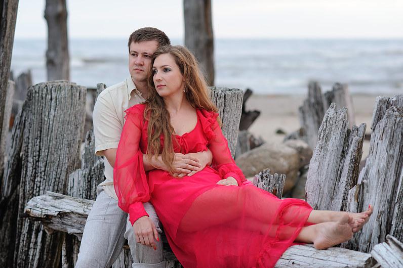 romantiška sužadėtuvių fotosesija prie jūros
