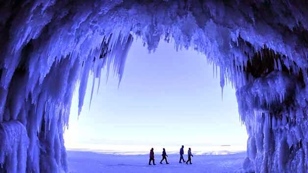 Cuevas lago congelado