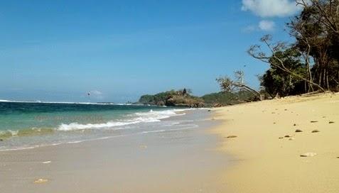 lokasi wisata pantai balekambang malang