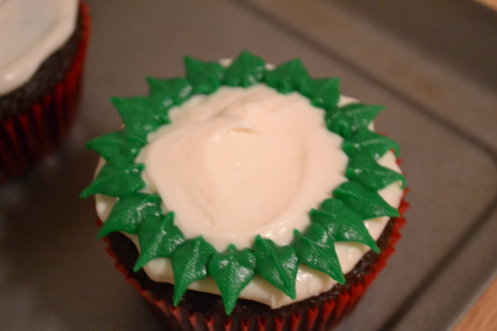 Cake Decorating Leaves : Much Ado About Somethin: Cake Decorating How-To: Buttercream Christmas Wreaths