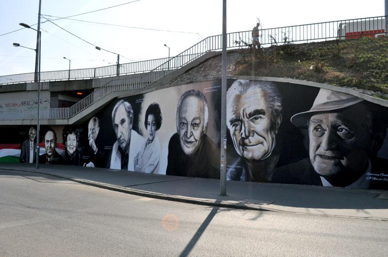 A Neopaint Works művészcsoport híres munkája: A nemzet színészei a Rákóczi hídnál