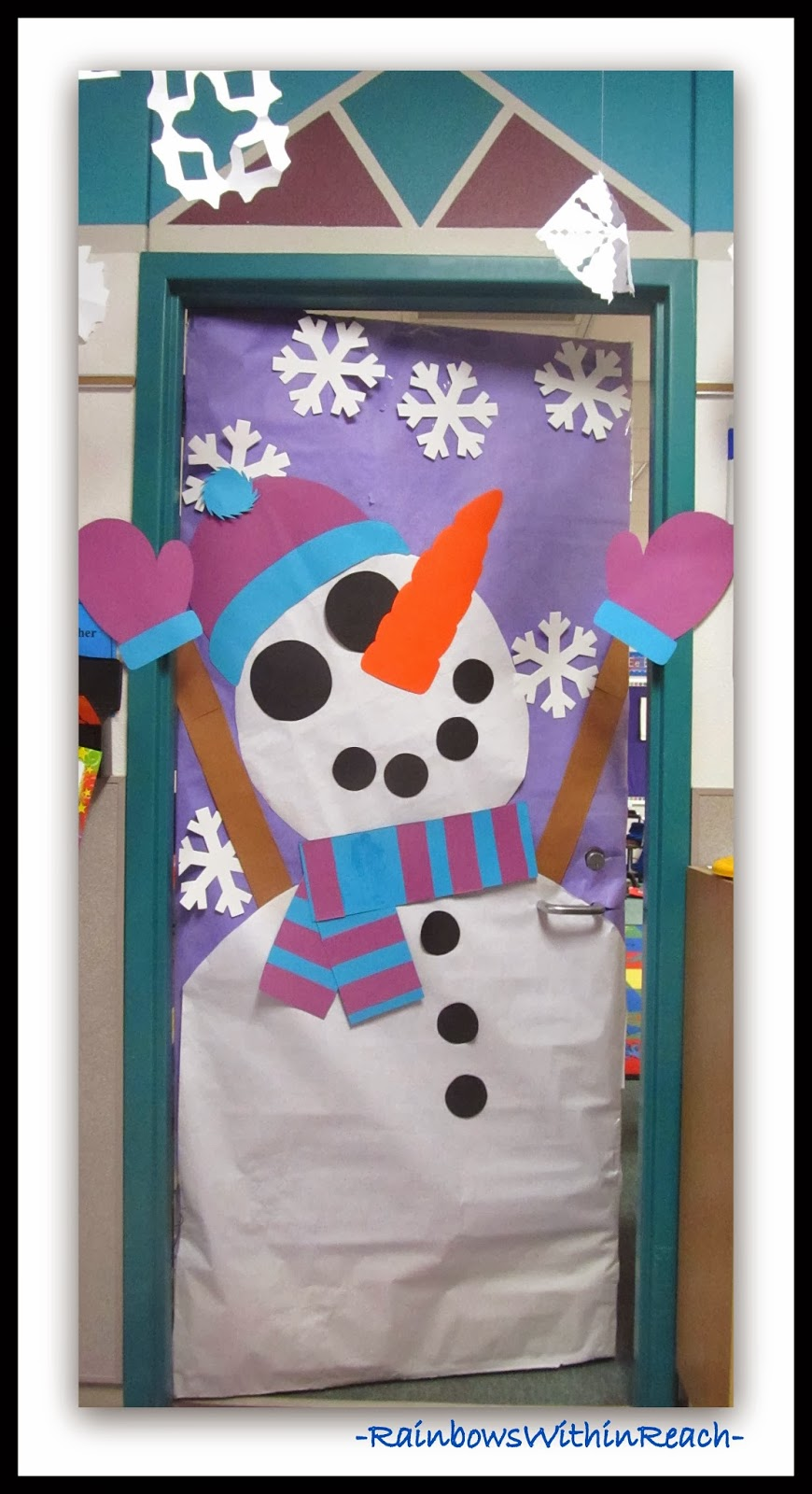 Snowman decorated classroom door via rainbowswithinreach Class door winter decorations