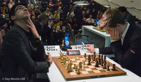 Ronde 6: Anish Giri et Magnus Carlsen ont mené un dur combat - Photo © Ray Morris-Hill