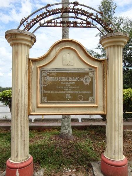 Tebingan Sungai Rajang, bandar sarikei, platform