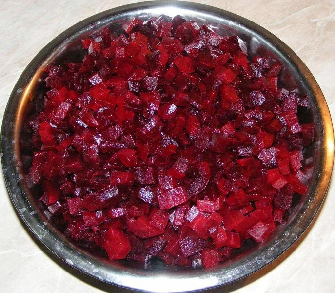 sfecla, sfecla rosie, sfecla rosie proaspata, retete sfecla rosie, preparate sfecla rosie, retete si preparate culinare sfecla rosie, retete cu sfecla rosie, preparate din sfecla rosie, tratamente si remedii naturiste cu sfecla rosie, sfecla rosie taiata cuburi,