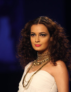 Dia Mirza looks very beautiful unwatermarked HQ Pics UlCGvQM