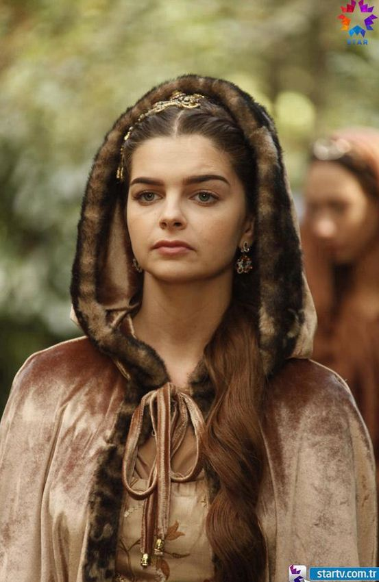 Mihrimah sultan zerafeti güzelli kıyafetleri doğal ve zarif