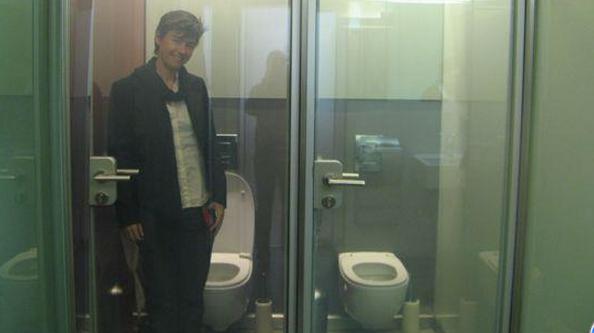 toilet-transparan