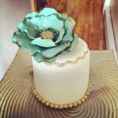 Mint and gold mini cake wedding favors by Cupcake et Macaron Montreal