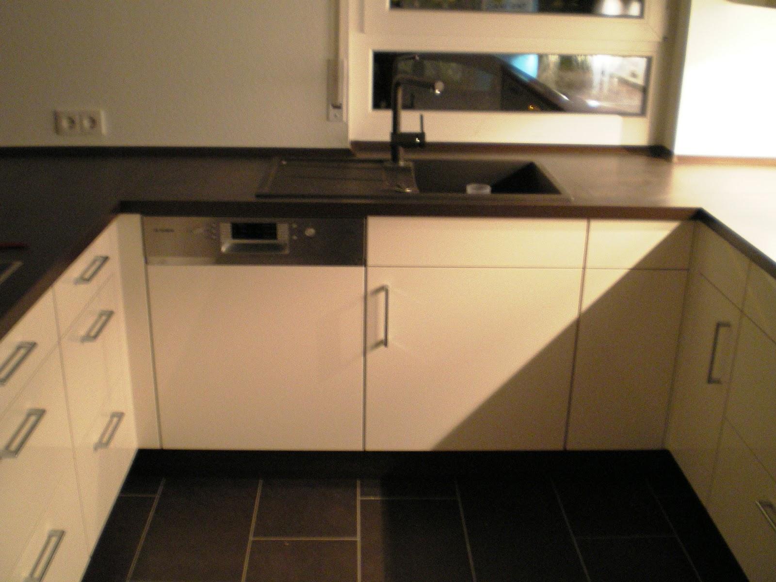 nadine und sven bauen ein haus unsere k che ist da. Black Bedroom Furniture Sets. Home Design Ideas