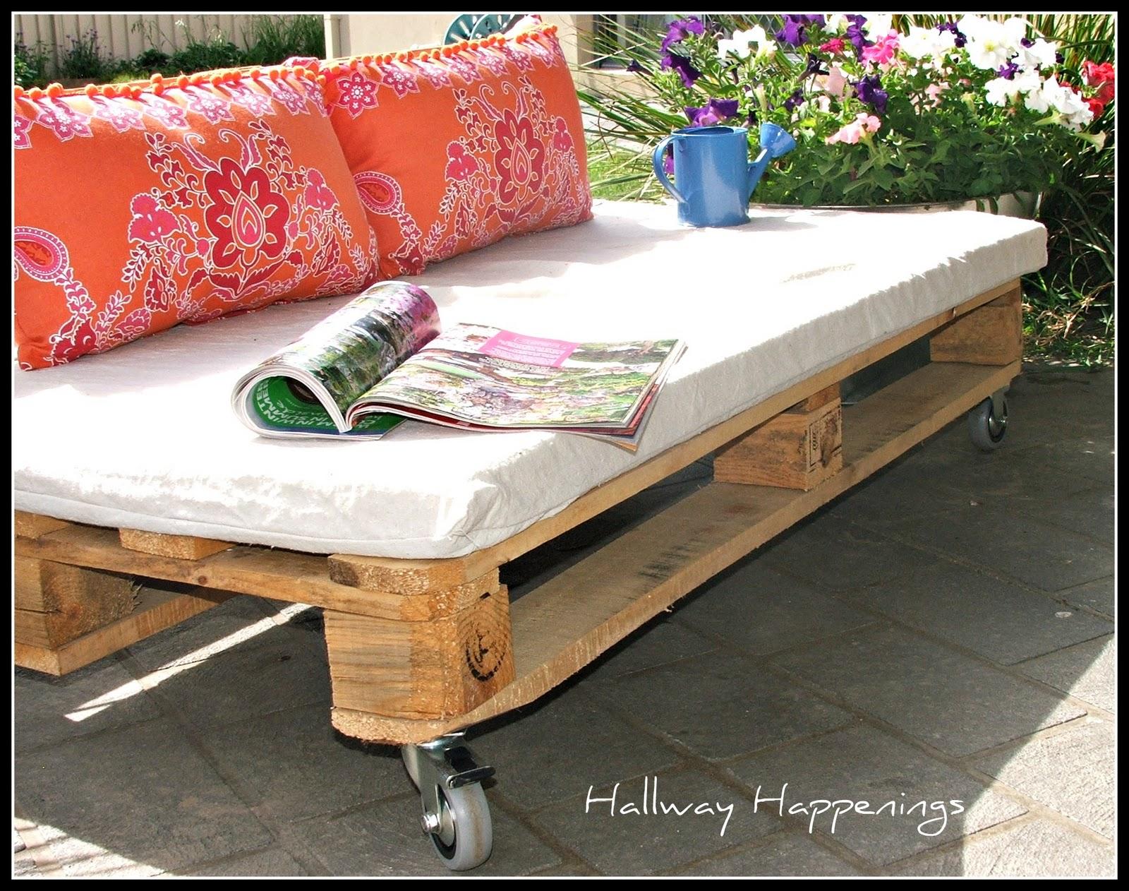 hallway happenings pallets become outdoor furniture. Black Bedroom Furniture Sets. Home Design Ideas