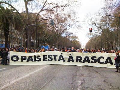 """Geração à Rasca """"encheu a avenida mas acabou na Betesga"""", diz Adelino Maltez"""