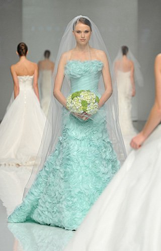 WDW (WEDDING DAY WEEKLY ) BLOGGING FOR BRIDES: And The Bride Wore...