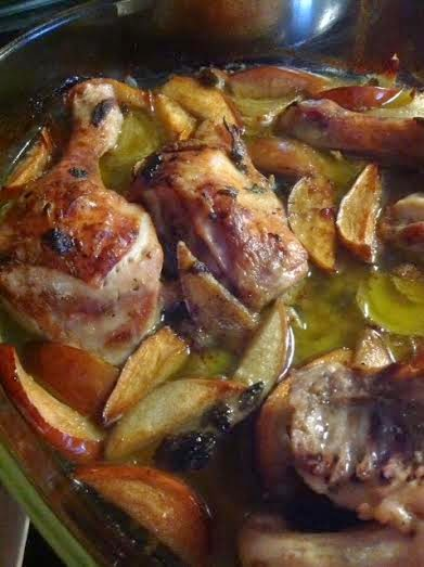 Κοτόπουλο φουρνιστό με φέτες από μήλο