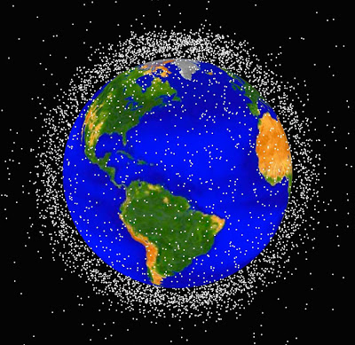 http://4.bp.blogspot.com/-Q67XW1KkSN8/T27au4HoEsI/AAAAAAAAEuc/xNa-H-jD75c/s1600/lixo-espacial-tl-20110902.jpg