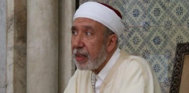 عثمان بطيخ يتجنب مصافحة الواعضات ويستعين بالطريقة الهندية