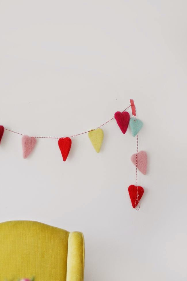 coracoes-pendente-decoracao-fevereiro-dia-namorados