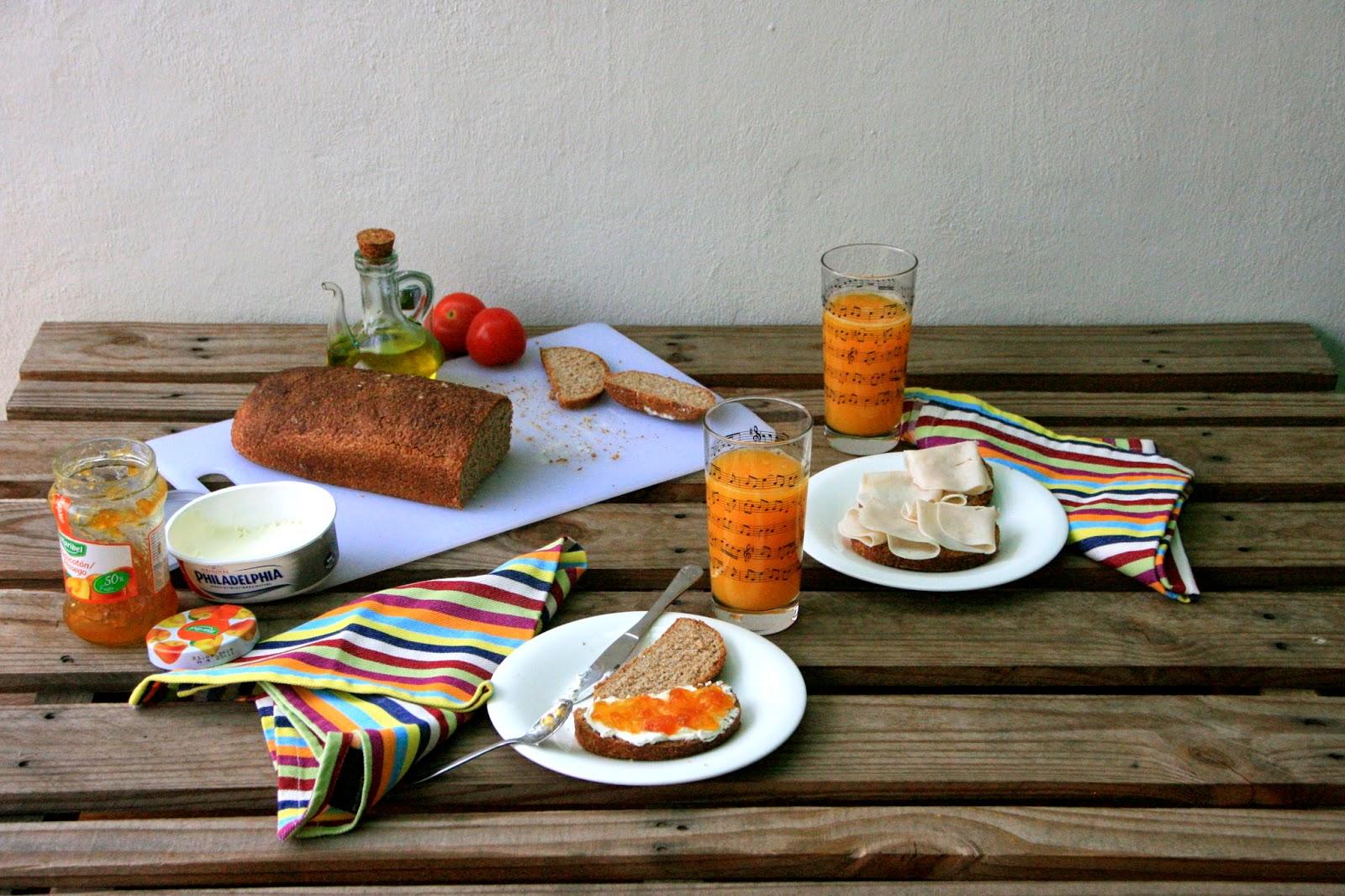 Desayuno sano con pan de molde integral casero