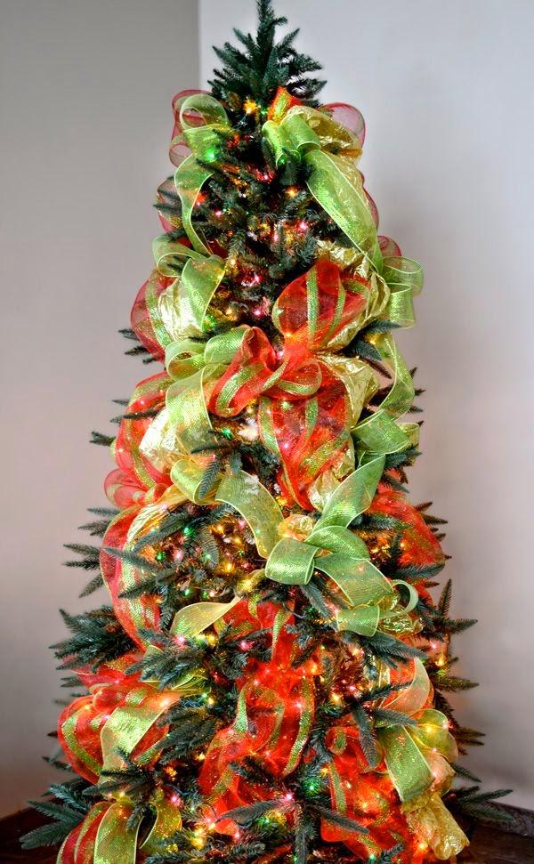 ideas de cmo decorar un rbol con mallas navideas en verde y rojo