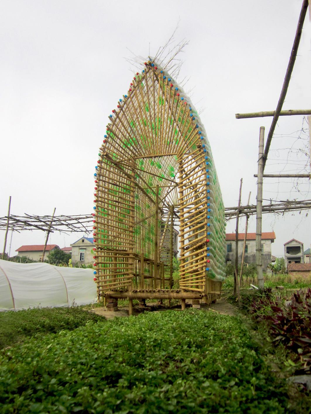 arsitektur bambu dan botol