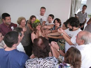 Benção da Família a Àquela que Abriga um Novo Ser - O Divino Cálice da Vida -