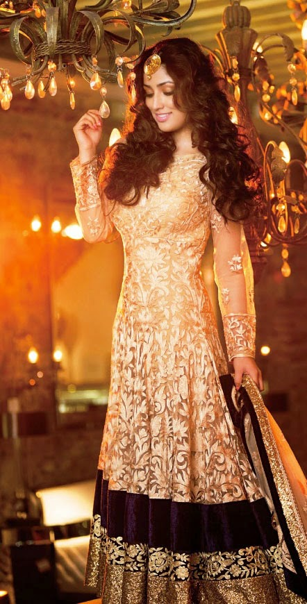 yami-gautam-in-golden-full-sleeves-anarkali-suit