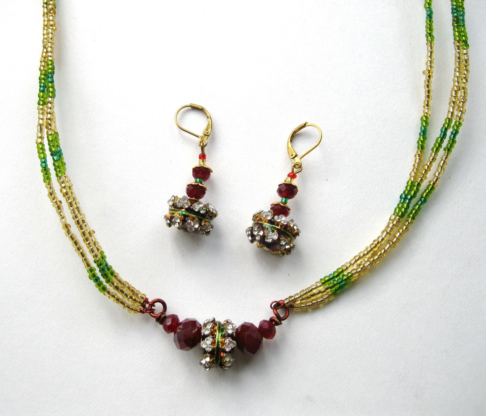 swardaa w wire and bead necklace and earrings