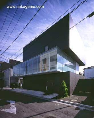 Perspectiva del frente de casa moderna japonesa